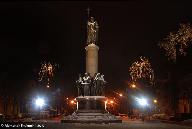 Город Брест ночью. Фото