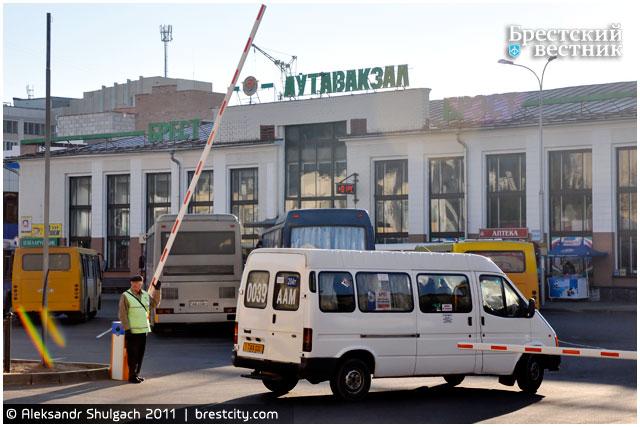 Въезд на автовокзал регулируется – установлен шлагбаум
