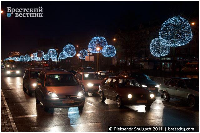Деревья-шары на Бульваре Шевченко
