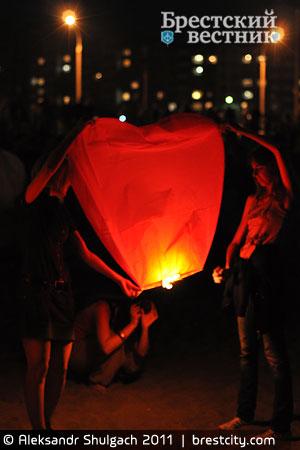 Ночь летающих фонариков в Бресте