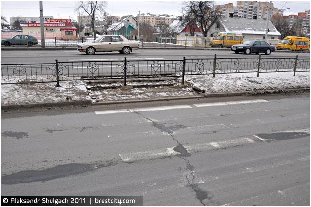 Убран пешеходный переход возле ост. Зеленая
