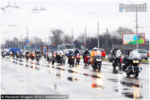 Мотоциклисты проехались по центральным улицам города