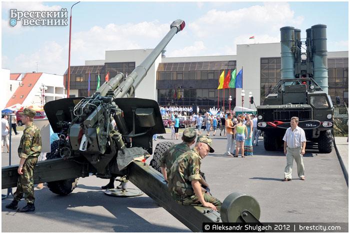 Гаубица и зенитно-ракетная система C-300