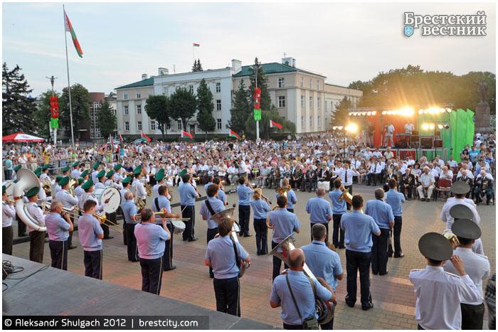 Площадь Ленина. Брест отмечает День независимости. 2012