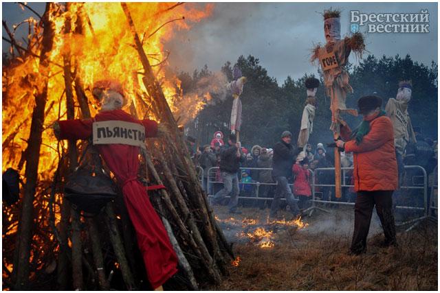 Сожжение чучел в парке воинов-интернационалистов