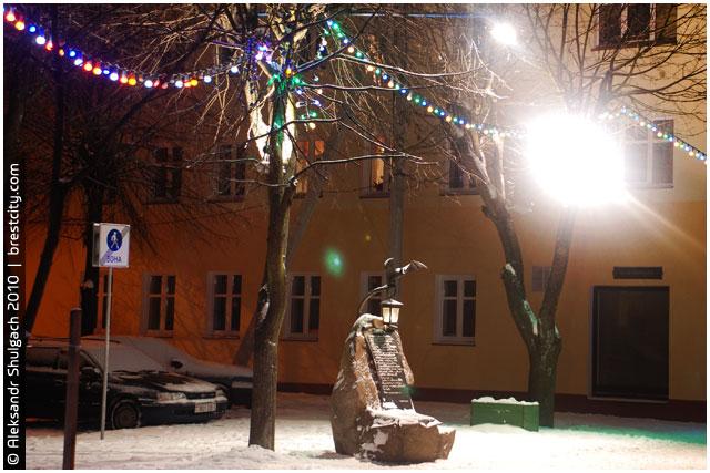 Памятник «Старый фонарь» пострадал от вандалов