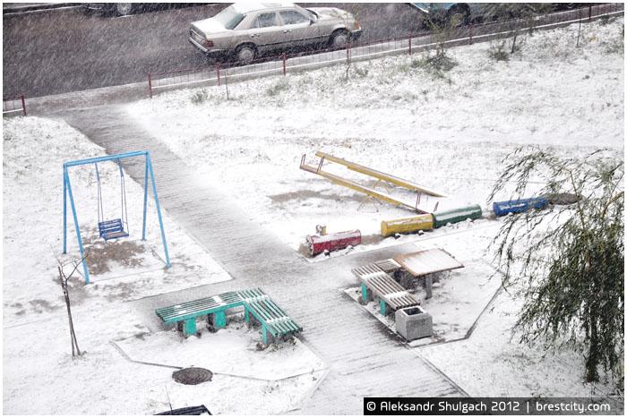 Первый снег в городе Бресте. Фото