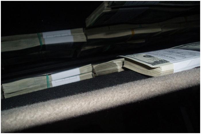 Попытка незаконного ввзоза 250 тысяч долларов США