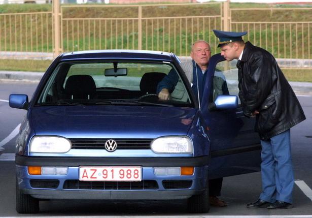 Проверка автомобиля на границе