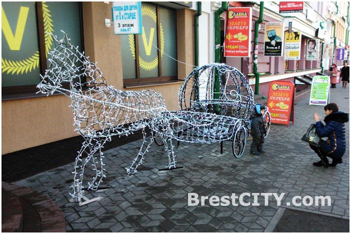 Сказочная карета в Бресте на улице Советской