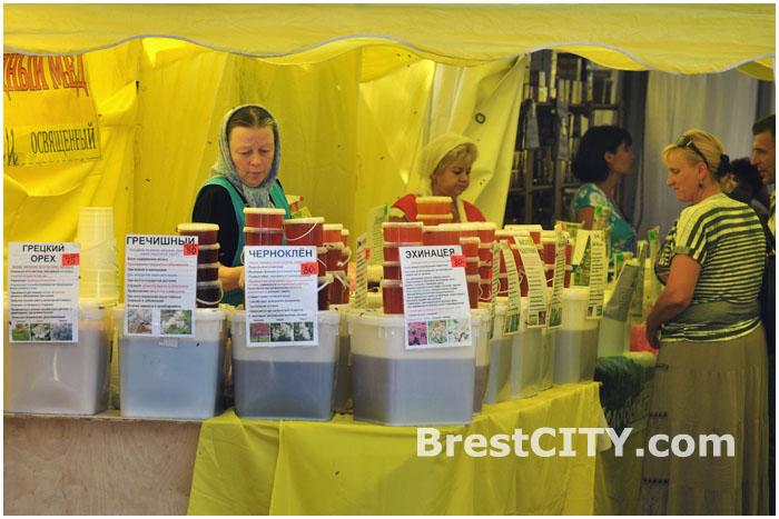 Ярмарка меда в Бресте на улице Гоголя