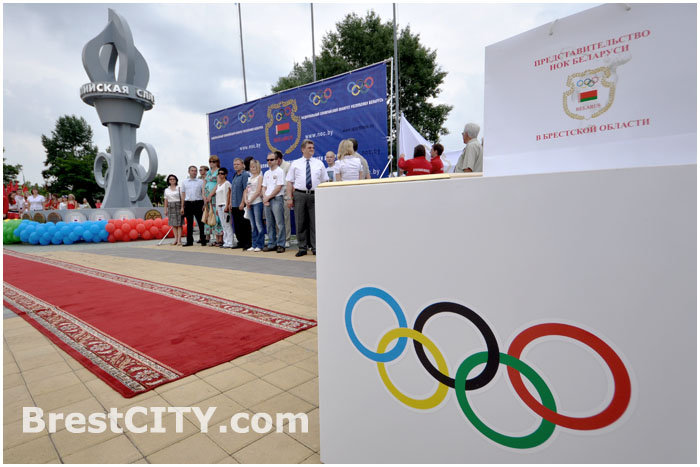 Новые медали появились на Олимпийской стеле в Бресте 23 июня