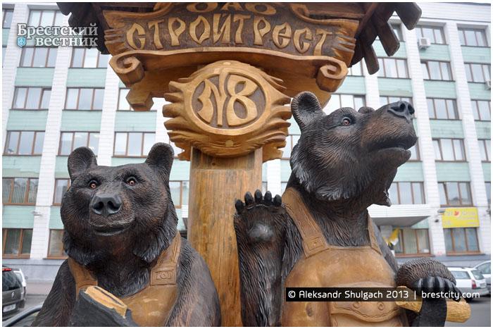 Медведи строители на Бульваре Шевченко
