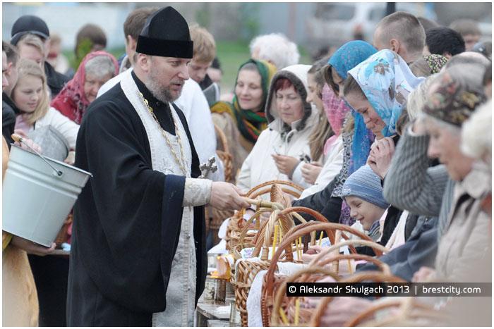 Освящение куличей на Пасху в Бресте