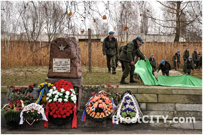 Перезахоронение 949 останков узников концлагеря