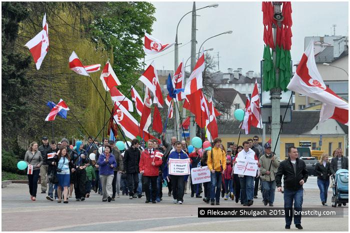 Шествие оппозиции на первое мая в Бресте.