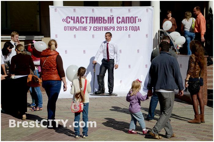Счастливый сапог богатства в Бресте на улице Советской