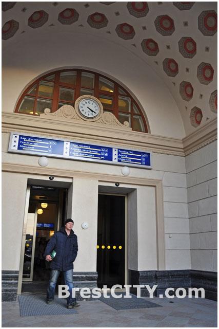 Выход на привокзальную площадь брестского жд вокзала
