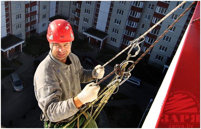 Промышленный альпинист в Бресте. Работа