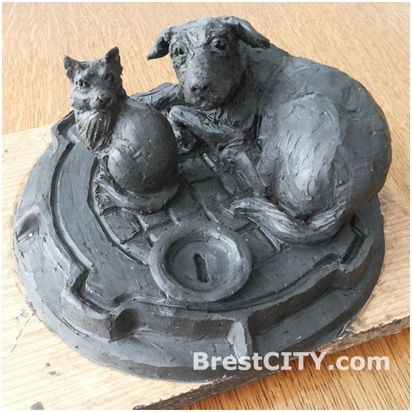 Скульптура-копилка для животных в Бресте
