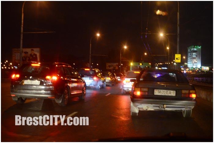 Авария тягач и легковой форд на мосту возле Московской в Бресте