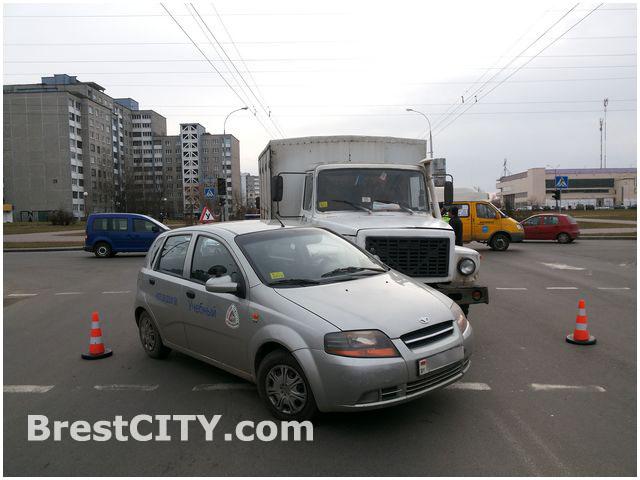 Авария с участием учебного автомобиля в Бресте
