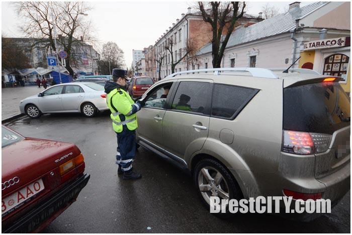 Проверка автомобиля сотрудников ГАИ