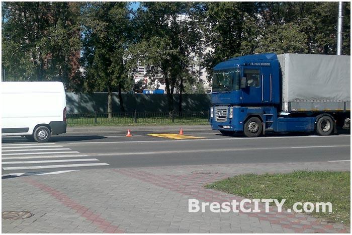 Искусственная неровность в Бресте перед пешеходным на Гаврилова