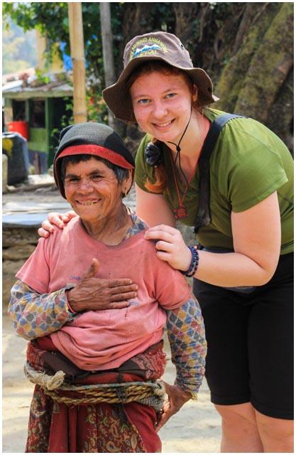 С жительница горной деревушки, Гималаи