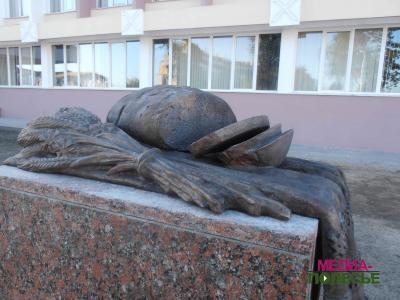 Памятник хлебу в Пинске