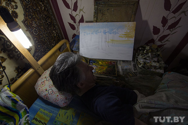 Парализованный художник из Ивацевичей рисует картины зубами