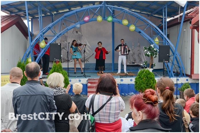 Благотворительный концерт на рынке Лагуна. Марина Житинева
