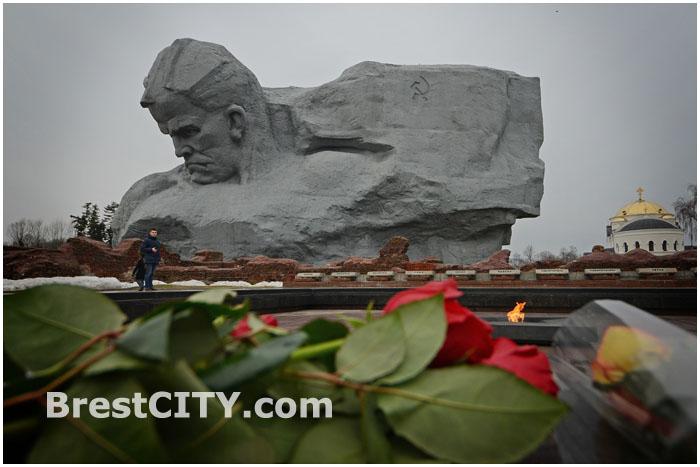 Главный монумент в Брестской крепости. Мужество