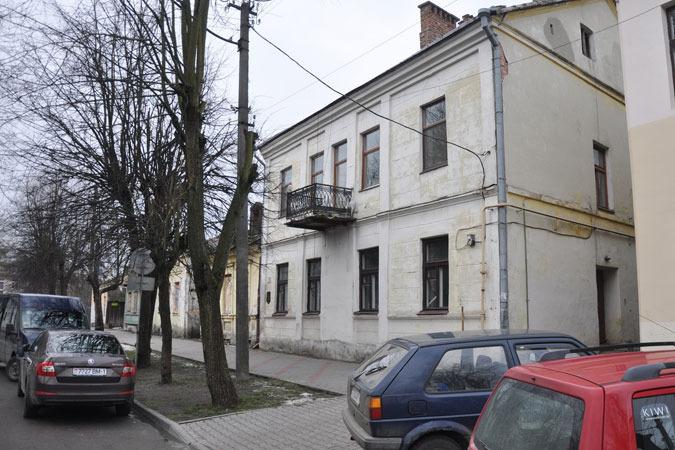 Дом №10 на улице Островского в центре Бреста
