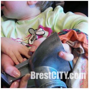 У ребенка палец застрял в мясорубке