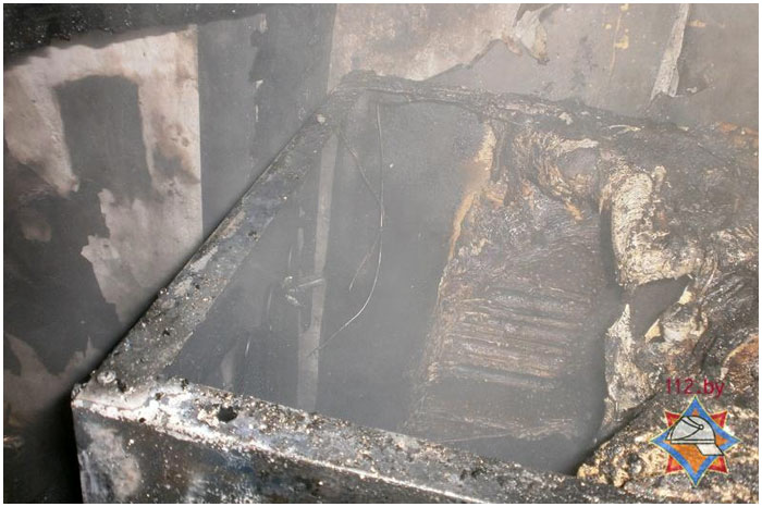 Пожар в квартире. Обгоревшие стены и пол