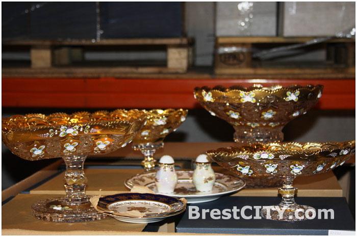 Хрустальные вазы и тарелки из фарфора незаконно перевозились через границу