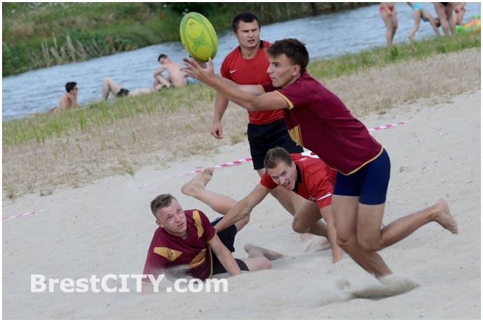 Соревнования по пляжному регби в Бресте 26 июля 2014