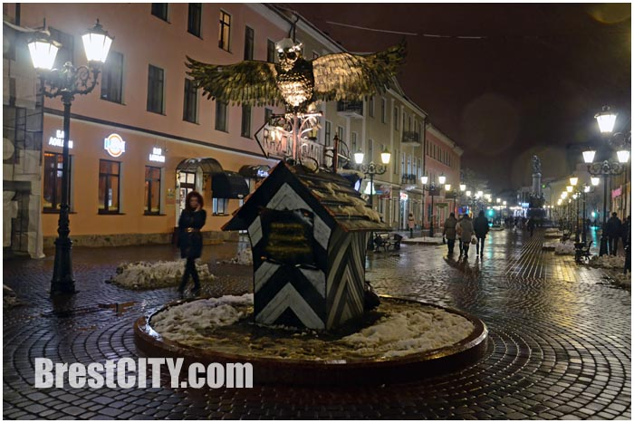 Новый фонарь-сова на улице Советской в Бресте