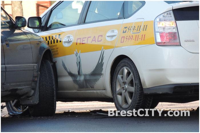 Авария на перекрестке Бульвар - проспект Машерова в Бресте 4 февраля 2014