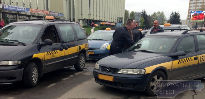 Разборки на дороге таксистов в Бресте
