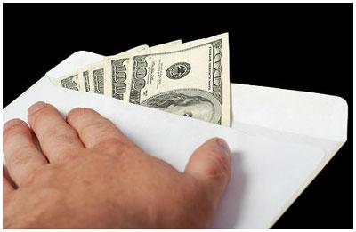 Взятка в конверте. Деньги