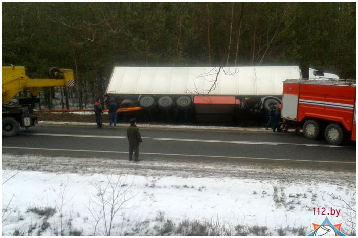 Две польские фуры съехали в кювет в Каменецком районе