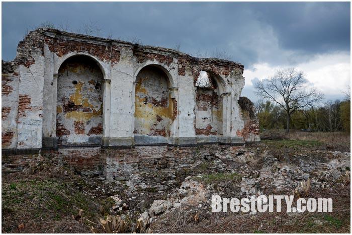 Руины Бернардинского монастыря в Брестской крепости