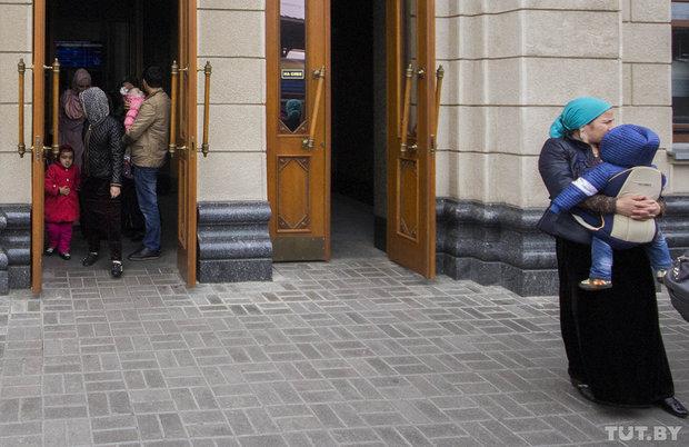 Чеченцы на вокзале в Бресте