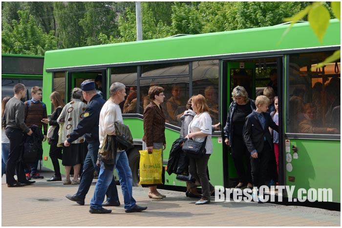 Городской автобус на улице в Бресте