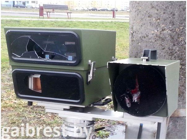 В Бресте разбили камеру контроля скорости