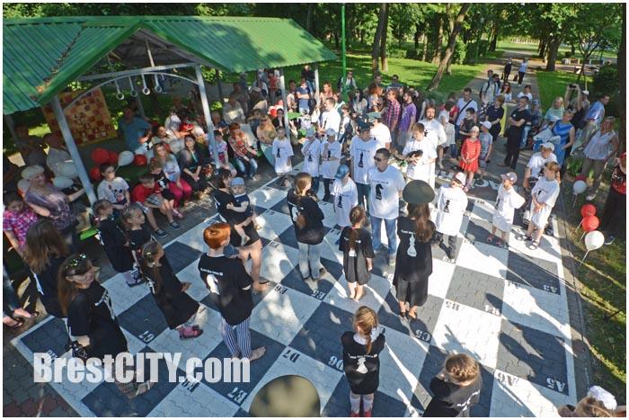 Живые шахматы в брестском парке
