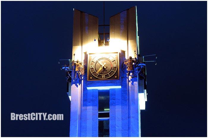 Часы на башне ЦУМа. Фото BrestCITY.com