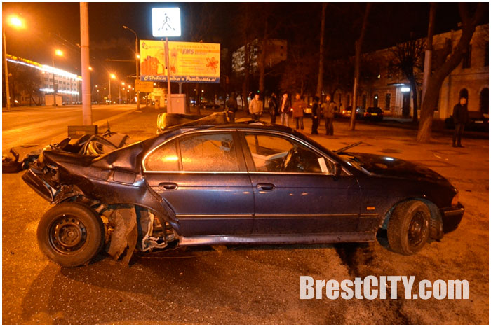 Авария в Бресте ночью 16 января. Погиб водитель БМВ